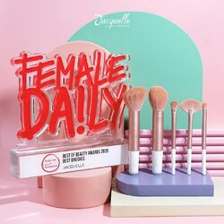 2020 Best Brushes Achievement @femaledailynetwork Beauty Awards! 😘 thanks to all of you who always support Jacquelle.Who doesn't like good quality, great design AND affordable brushes?? 😍 Featuring Jacquelle Rose Golden Travel Size Brush Set! Perfect for your traveling adventures, and perfect for your budget too 🤭❤️Brush set ini includes 5 essential brushes yang super travel-friendly. Selain itu, Jacquelle Rose Golden Brushes terbuat dr micro crystal fiber yg bisa absorb lebih banyak powder dari sintetis brush pada umumnya, jadi cocok banget buat aplikasi yang lebih pigmented and high-coverage! 😳💕Harga Normal: 198k untuk 5 brushes + travel pouch. Hari ini jd 188k 😱😱Affordable for good quality brushes, right? Time to get yours, girls! 🥰🥰(Available at @shopee_id @beautystudiobyfd @lazada_id @tokopedia @sociolla @bliblidotcom @jdid )#jacquelle #jacquellebrushset #brushsetmurah #brushpremiumquality #rosegolden